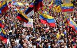 Khủng hoảng tại Venezuela: Hàng chục nghìn người biểu tình đòi viện trợ