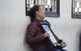 Xử ca sĩ Châu Việt Cường: Quặn lòng cảnh mẹ nạn nhân gào khóc ôm di ảnh con gái đến tòa