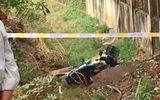 Kinh hãi phát hiện thi thể người phụ nữ cạnh xe máy dưới mương nước