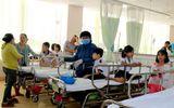 Gần 40 học sinh nhập viện cấp cứu sau khi ăn bánh kem, uống trà sữa tại lớp