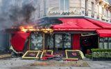 """Lợi dụng biểu tình, nhiều """"áo vàng"""" cướp phá các cửa hàng sang trọng ở Paris"""