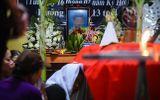 Tin trong nước - Vụ 8 học sinh chết đuối ở Hòa Bình: Lặng người tiếng khóc thê lương trong con phố hiu hắt vì đại tang
