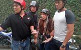 An ninh - Hình sự - Bình Dương: Đội 'Hiệp sĩ' bắt quả tang nữ quái chuyên lừa người già bán vé số