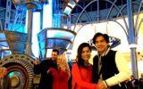 Sao Việt 24h: Đan Trường được vợ tháp tùng đi diễn
