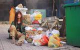 Sao Việt lê lết đi ăn xin, bán vé số