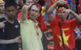 CĐV Việt Nam bị fan cuồng Malaysia đánh chảy máu đầu