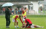Hàng loạt cầu thủ bị sét đánh tử vong trên sân bóng
