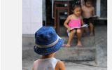 """Nhói lòng với bức ảnh """"Ước mơ nhỏ nhoi"""" của trẻ em nghèo"""