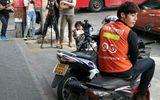 """Chàng xe ôm Thái Lan """"hớp hồn"""" phái nữ vì quá điển trai"""