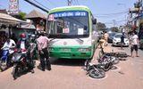Va chạm với xe buýt, 3 người bị thương nặng