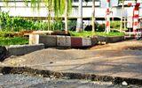 Mặt đường phát nổ, xuất hiện vết nứt giữa trung tâm Sài Gòn