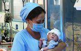 Hôm nay, bé sơ sinh văng khỏi bụng mẹ được xuất viện