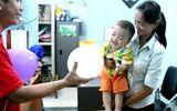 Bé trai 2 tuổi bị bỏ rơi vì nhà có tới 4 con nên không nuôi nổi?