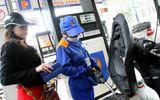 Giá dầu đồng loạt giảm, giá xăng giữ nguyên