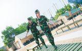 Ngọc Hân, Nguyễn Thị Loan hoà đồng cùng các chiến sĩ