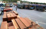 Hàng trăm xe gỗ kẹt cứng ở cửa khẩu quốc tế Lao Bảo