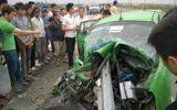 Đâm xuyên lan can đường, taxi Mai Linh vỡ nát đầu trên cao tốc