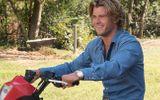 """""""Thần Sấm"""" Chris Hemsworth khoe cơ bắp trong phim hài 18+"""