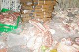 Thị trường - Chế biến cả tấn thịt gà, thịt heo, cá hôi thối cung cấp cho quán ăn