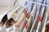 Sức khoẻ - Làm đẹp - Cẩn thận nguy cơ bệnh tật vì phơi quần áo không đúng cách ngày mưa