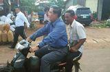 Tin thế giới - Thủ tướng Campuchia bị phạt vì không đội mũ bảo hiểm