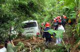 Tin trong nước - Xe khách mất lái lao xuống vực, 9 người bị thương