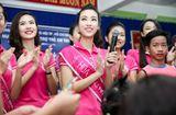 Tin tức giải trí - Hoa hậu Đỗ Mỹ Linh đón trung thu sớm cùng các trẻ em mồ côi