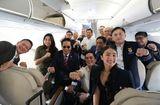 Tin thế giới - Tổng thống Duterte selfie trên chuyến bay tới Việt Nam