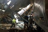 Tin thế giới - Tàu hỏa Mỹ tông sập mái nhà ga, hơn 100 người thương vong