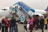 Tin thế giới - Máy bay Indonesia chở 180 người hạ cánh khẩn vì quên không đóng kín cửa