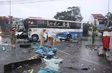 Tin trong nước - Tai nạn trước cổng bến xe Đông Hà: Xe khách biến dạng, 2 người trọng thương