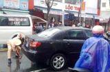 Tin trong nước - Xe biển xanh tông xe máy, 1 phụ nữ nguy kịch