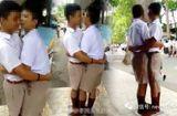 Cộng đồng mạng - Can tội đánh nhau, 2 nam sinh Thái Lan bị phạt ôm hôn 100 lần trước đám đông