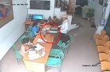 Video-Hot - Clip: Vờ vào tiếp thị, thanh niên trộm điện thoại trước mặt nạn nhân