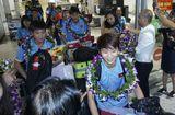 SEA Games 28 - Hàng trăm người chào đón đội tuyển bóng đá nữ Việt Nam về nước