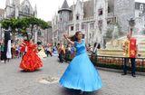 Ăn - Chơi - Carnival đường phố Sun World Ba Na Hills trình diễn tại phố đi bộ Hồ Gươm