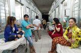 Sức khoẻ - Làm đẹp - 26 công nhân nhập viện khẩn cấp, nghi ngộ độc thực phẩm