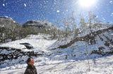 Tin tức - Cuối tuần, giới trẻ thoả thích ngắm tuyết rơi tại Việt Nam