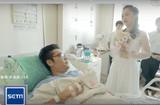 Tin tức - Bạn trai sắp phải cưa chân, cô gái trẻ vẫn kiên quyết mặc váy cưới cầu hôn ngay tại phòng cấp cứu