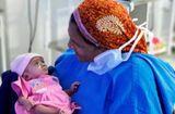 Tin tức - Kỳ diệu bé gái sinh non ở tuần 28, chỉ bằng một gang tay vẫn sống sót