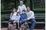 Cộng đồng mạng - Ngã ngửa với bức ảnh gia đình bị nhiếp ảnh gia photoshop quá đà