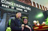 Tin tức - Gia đình, đồng nghiệp nghẹn ngào đưa tiễn nhạc sĩ Hoàng Vân