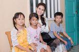 Tin tức - Á hậu Liên Phương trao học bổng cho học sinh nghèo hiếu học