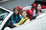 Tin tức - Trương Quân Ninh, Trần Ý Hàm mặc áo dài, ngồi xe mui trần dạo chơi Sài Gòn
