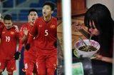 Tin trong nước - Cầu thủ U23 Việt Nam trích tiền thưởng giúp nữ công nhân về quê đón Tết