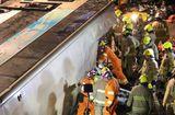 Tin tức - Lật xe buýt 2 tầng ở Hong Kong, 18 người chết