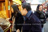 Tin tức - Lộ ảnh bà Yingluck và anh trai Thaksin đi mua sắm tại Bắc Kinh
