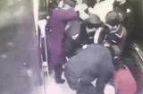 Tin tức - Không kịp vào phòng sinh, bà bầu sinh con ngay trong thang máy bệnh viện
