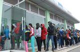 Tin tức - Đà Nẵng: Xếp hàng dài trước cây ATM chờ rút tiền