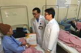 Tin tức - Phó Thủ tướng Vũ Đức Đam thăm, tặng quà bệnh nhân ung thư